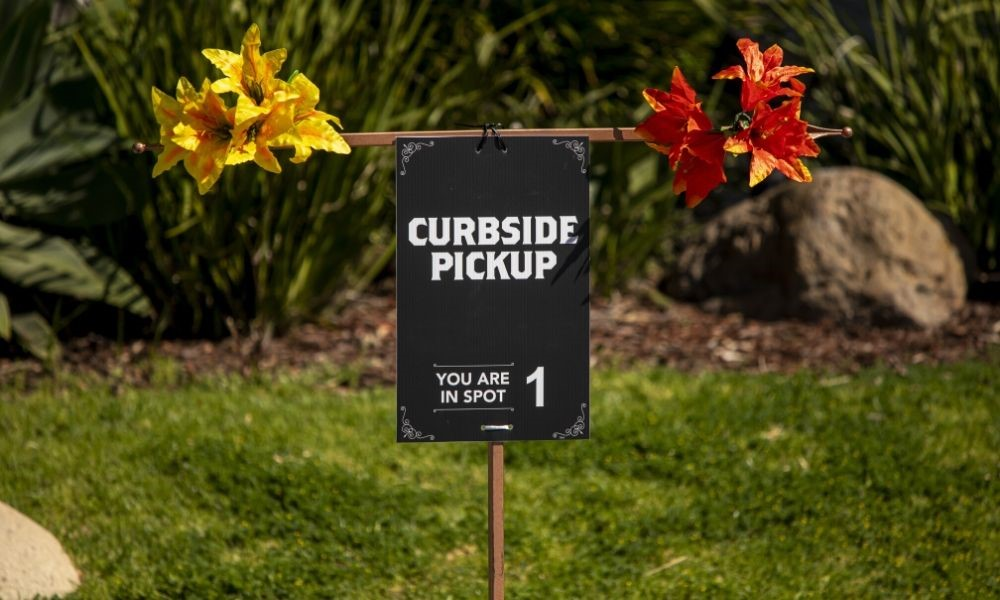 The Main Benefits of Curbside Pickup
