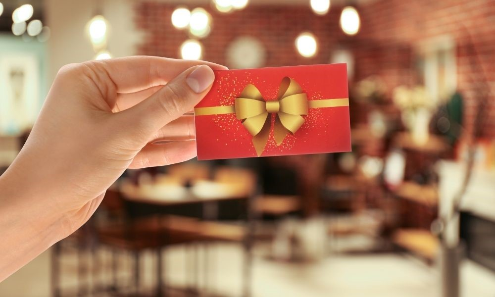 Why Restaurants Should Offer and Accept Gift Cards